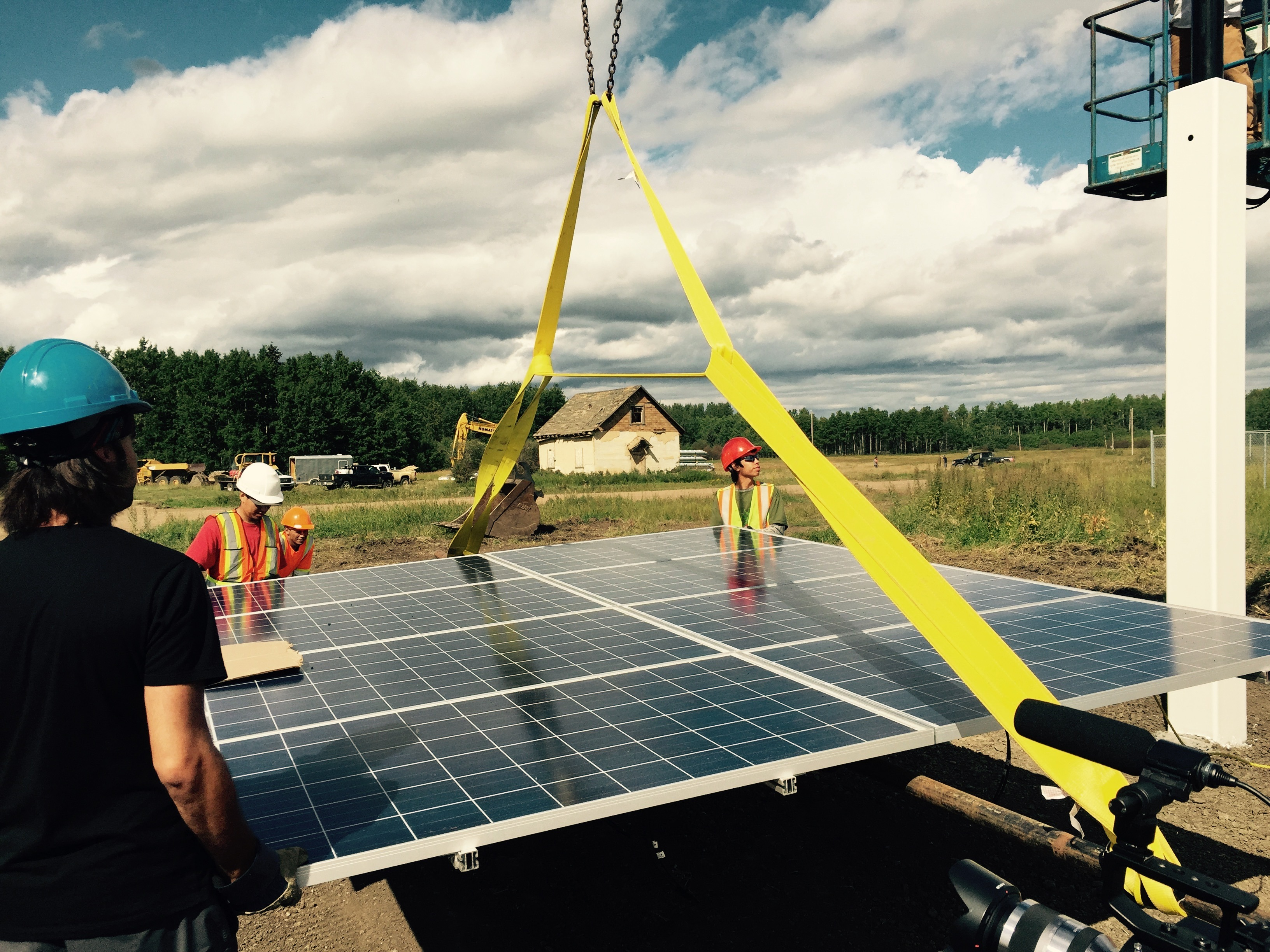 Youth from Lubicon Lake Band work on the installation of the 20kw Pitapan Solar Project. Photo courtesy of Lubicon Solar.